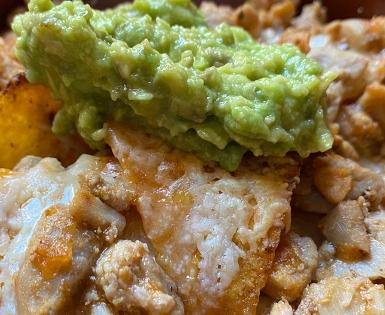 Nachos con Mix de Pollo Valdelicias y guacamole